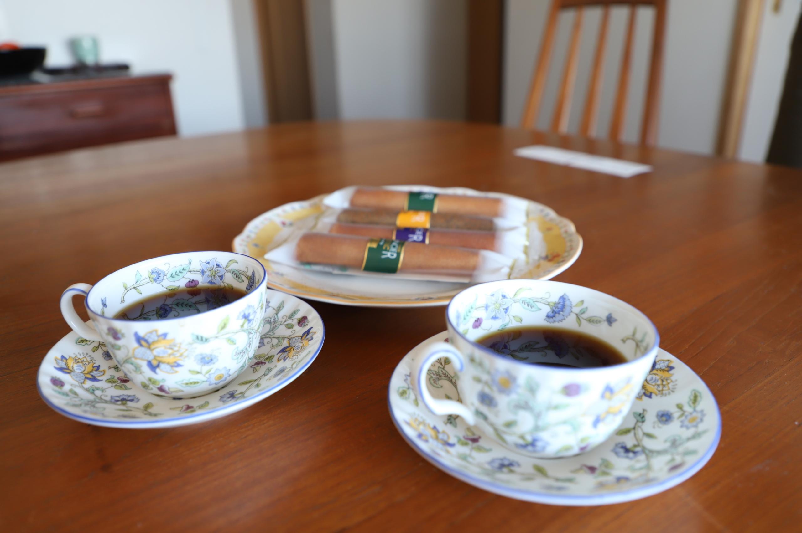 お茶を出していただいたコーヒーカップ、お皿も懸賞の当選品。