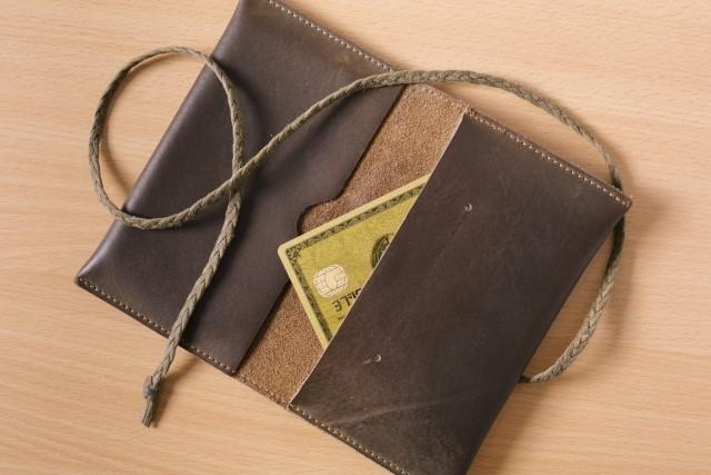 年会費無料の楽天カードと年会費がかかるゴールドカードはどっちがお得?